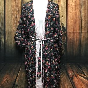 Other - Vintage lingerie floral robe Kimono sleeves
